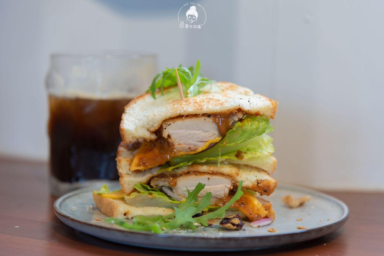 台東、綠島|離海五分鐘,來份勁辣花生醬雞肉三明治吧!
